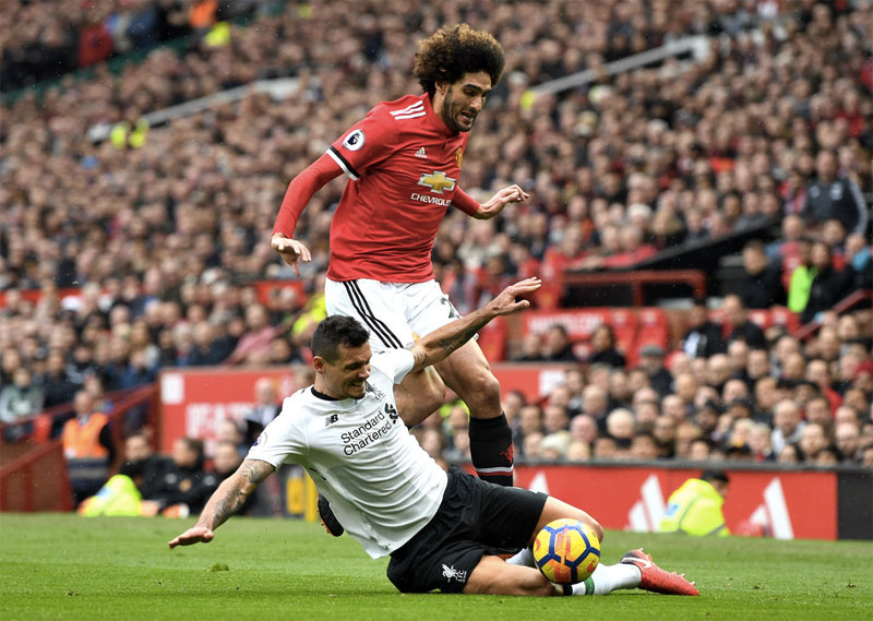 Liverpool 'open talks with Man United midfielder Marouane Fellaini'